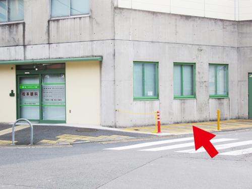 建物北側に駐輪場有
